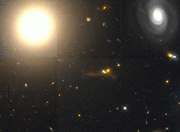 Galaxia Elíptica NGC 4881 en Coma