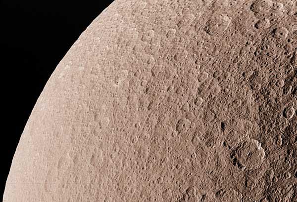 Rhea: La Segunda Luna Más Grande de Saturno