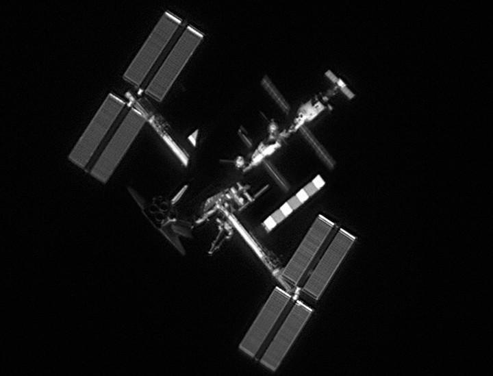 """""""Photo de famille"""" Photo d'ISS avec une navette arrimée. - Page 4 AtlantisISS_dantowitz_d720"""