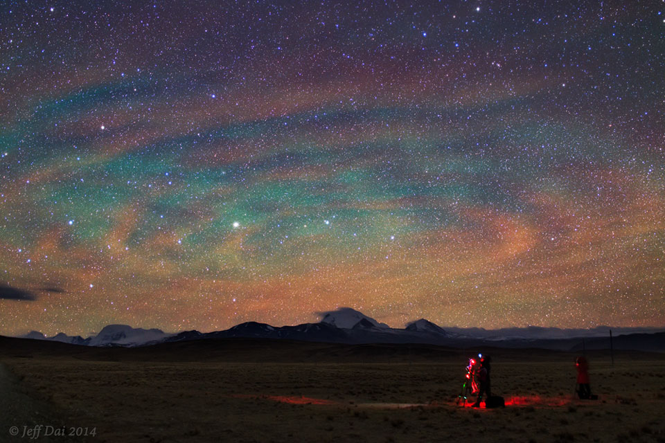 Airglow Ripples over Tibet    -  Why would the sky look like a giant target?